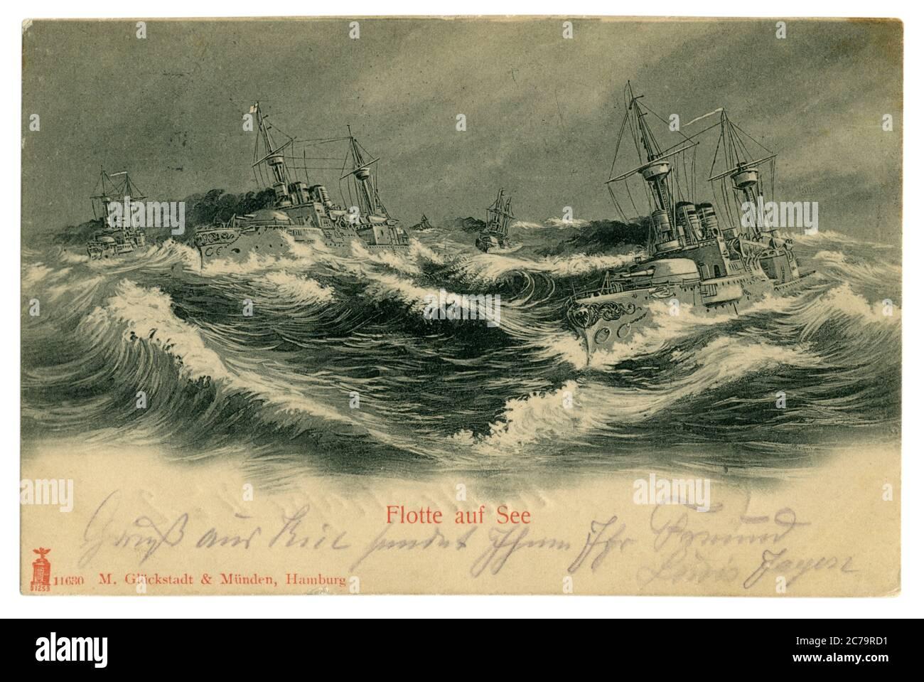 Carte postale historique allemande : navires de guerre de la Marine impériale allemande (kaisermarine) dans une mer agitée, signée au crayon violet, Allemagne, 1902 Banque D'Images