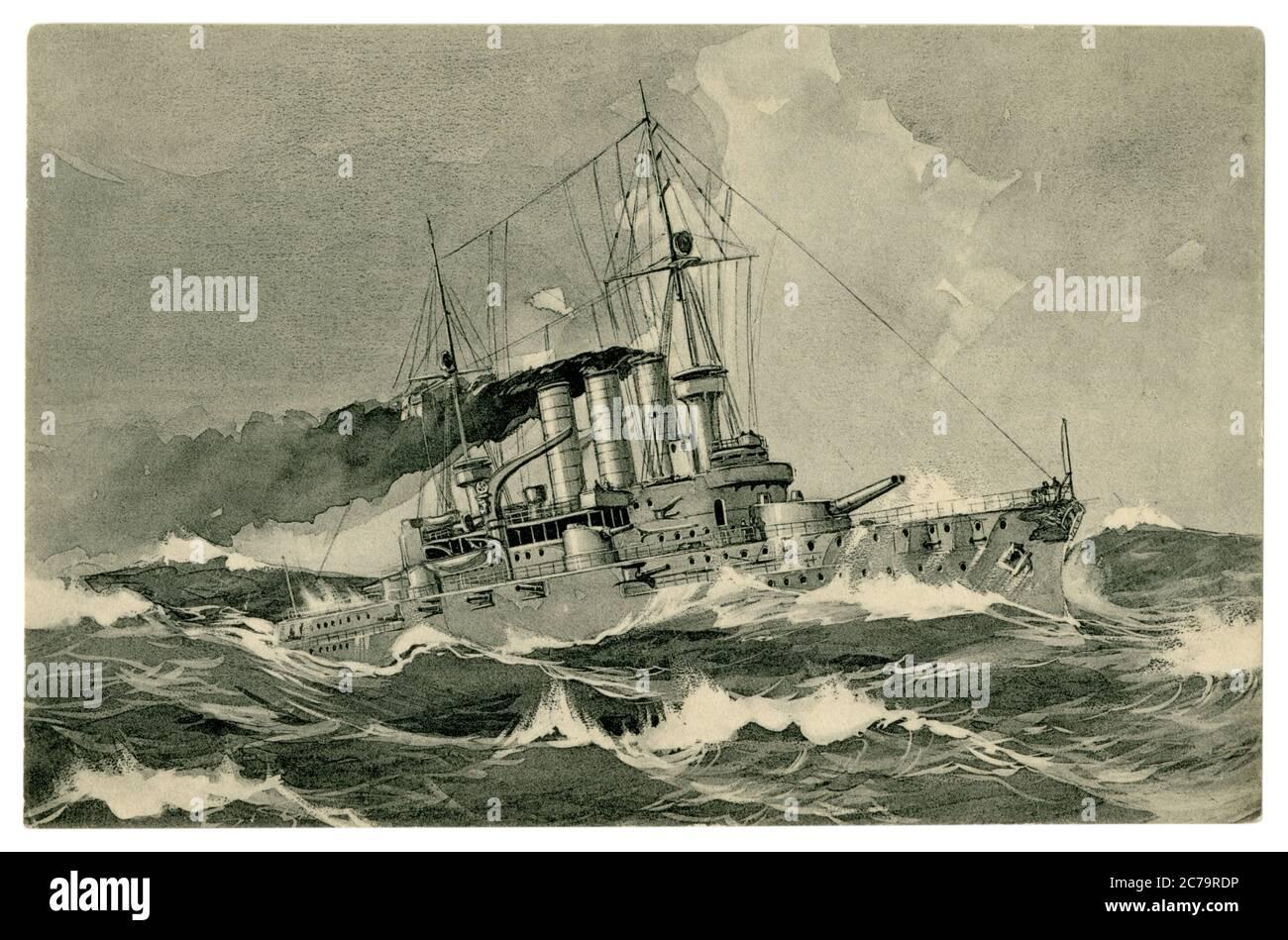 Carte postale historique allemande: Navire de guerre de la Marine impériale allemande (kaisermarine) est à pleine vitesse puffant la fumée noire dans une mer orageux, Allemagne, 1900 Banque D'Images