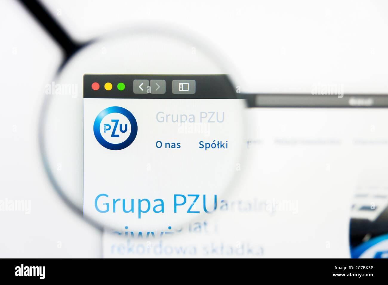 Los Angeles, Californie, Etats-Unis - 25 mars 2019 : éditorial illustratif de la page d'accueil du site Web de Grupa PZU. Logo Grupa PZU visible sur l'écran. Banque D'Images
