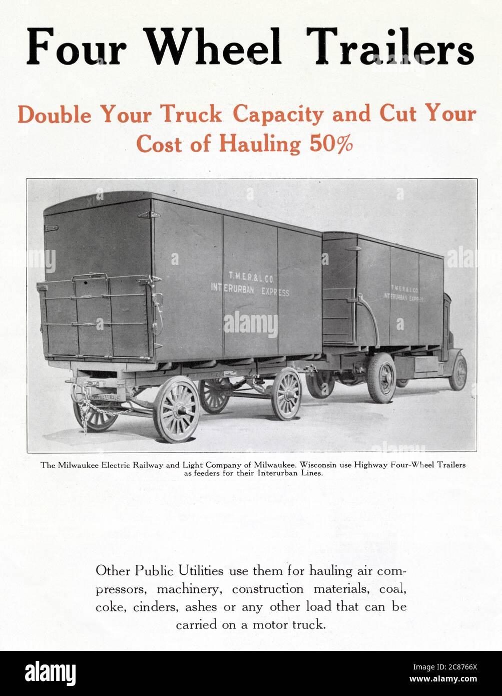 Les remorques à quatre roues doublent la capacité de votre camion et réduisent vos coûts de transport de 50 %. Montrant les remorques utilisées par la Milwaukee Electric Railway and Light Company de Milwaukee, Wisconsin, comme alimentateurs pour leurs lignes InterUrban Express. Date : début des années 1920 Banque D'Images