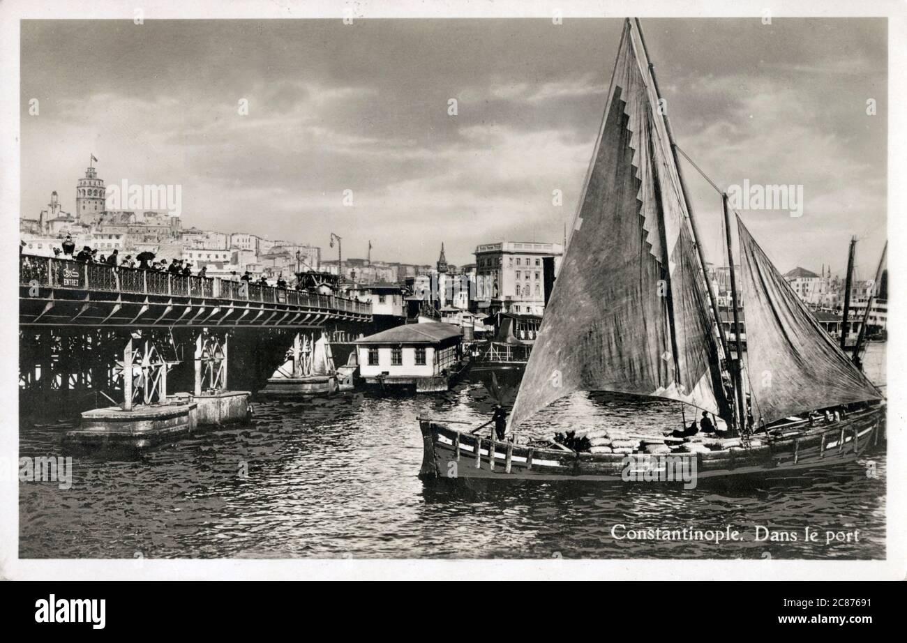 Le pont de Galata au-dessus de la Corne d'Or, Istanbul, Turquie Date : 1939 Banque D'Images