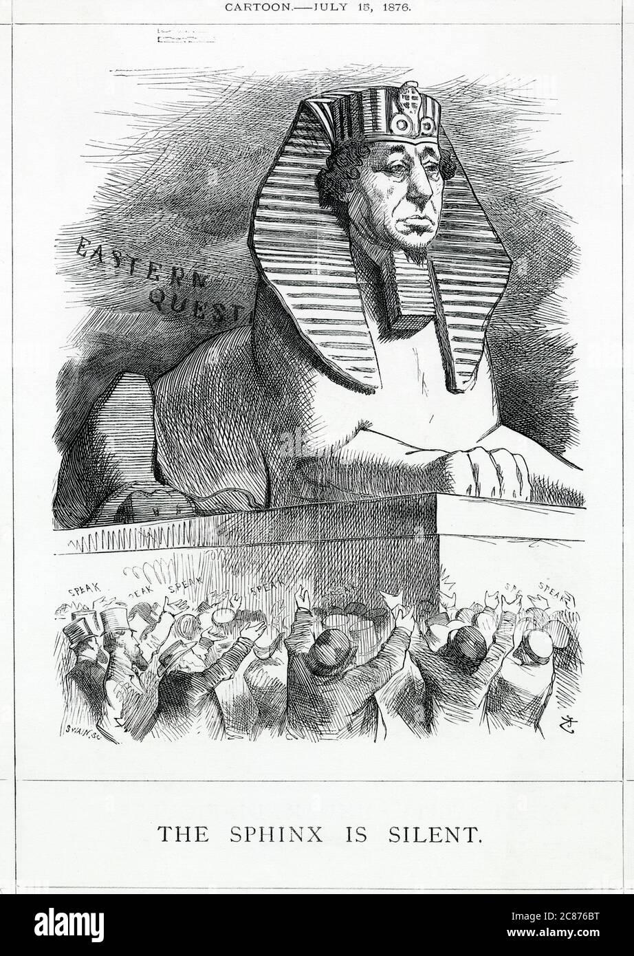 Caricature, le Sphinx est silencieux -- Benjamin Disraeli, Premier ministre conservateur, dépeint comme le Sphinx, avec des gens en bas qui le supplient de parler. Une référence satirique à son achat de parts du canal de Suez, ainsi qu'à son silence sur la politique gouvernementale en matière de question orientale, depuis que la Serbie et le Monténégro ont déclaré la guerre contre la Turquie. Date: 1876 Banque D'Images