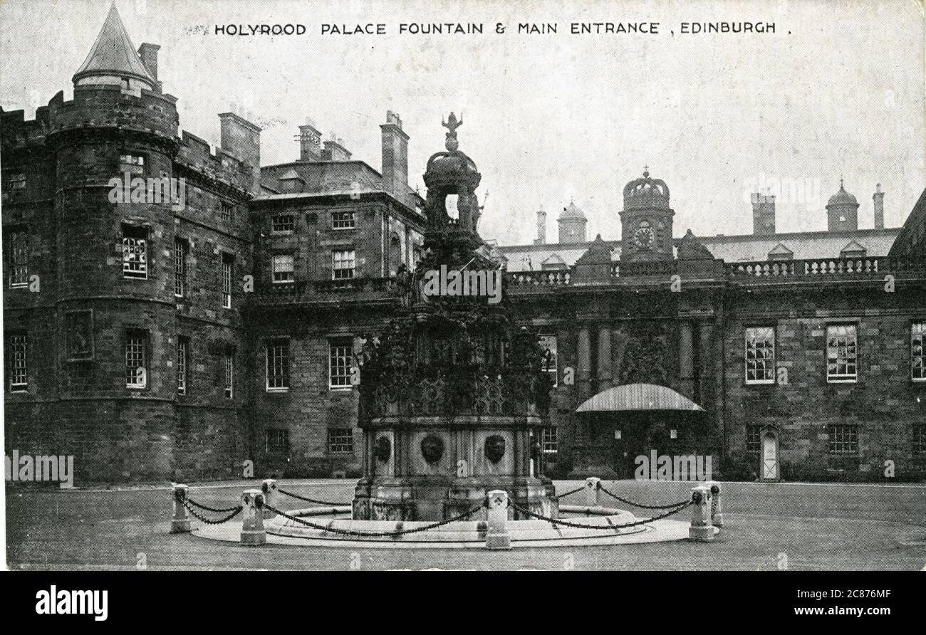Fontaine et amp ; entrée principale, Holyrood Palace, Édimbourg, Midlothian, Écosse. années 1930 Banque D'Images