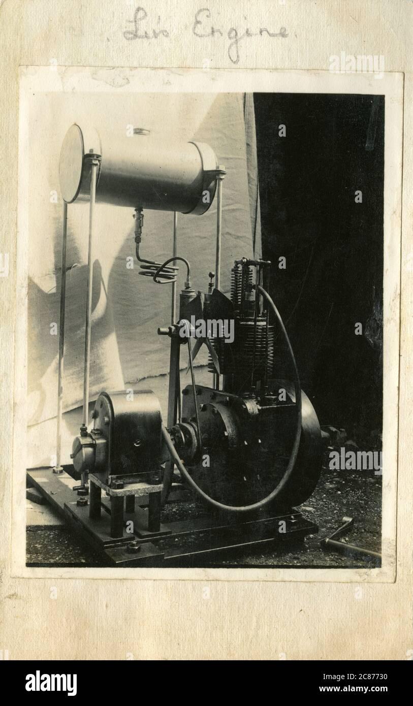 Moteur à combustion interne stationnaire Edwardian - essence , refroidi par air, alimenté par gravité, Angleterre. Banque D'Images