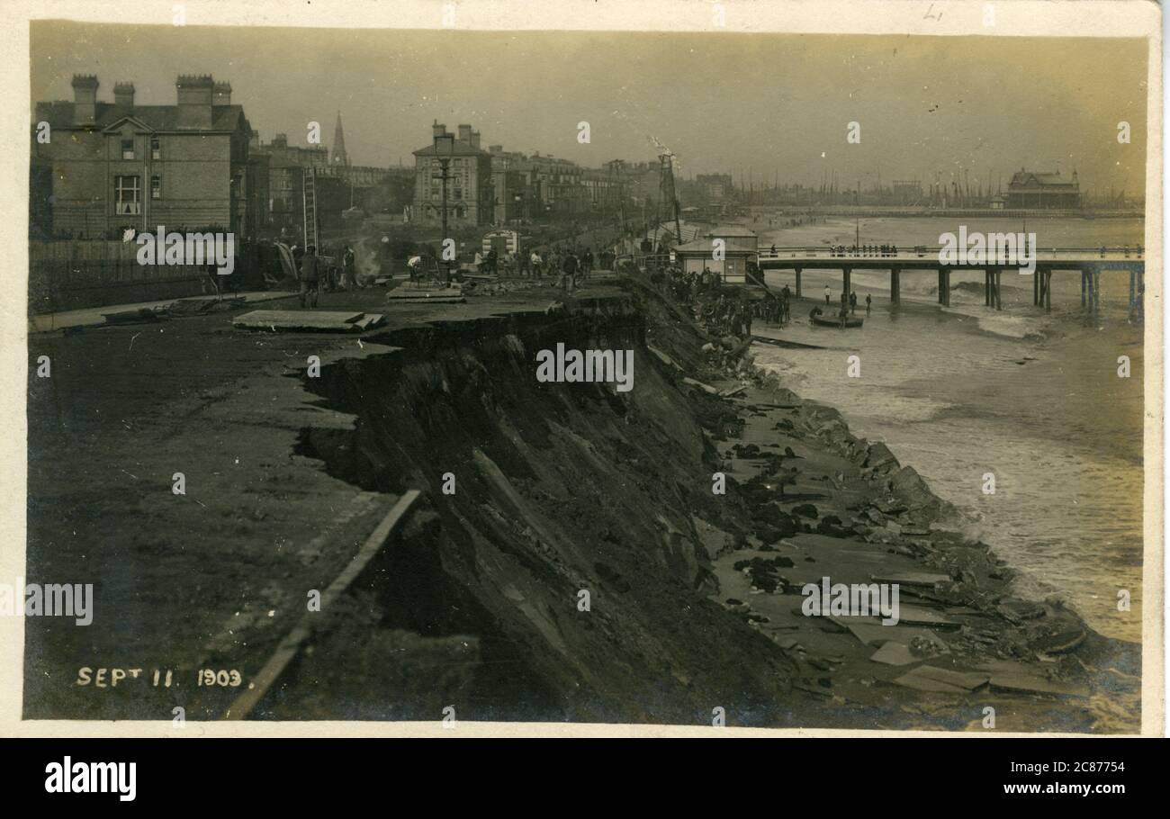 The Promenade & Piers - (avec le glissement de terrain de 1903), Lowestoft, Suffolk, Angleterre. Banque D'Images