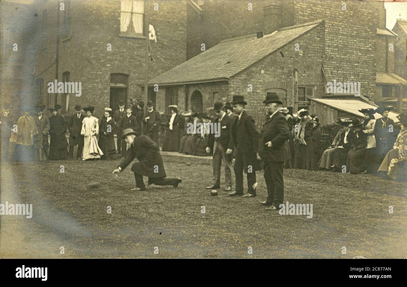 Victorian Men Playing Bowls, Grande-Bretagne. Banque D'Images