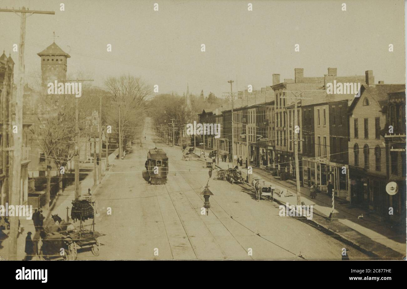 Rue avec tramway, Old Brooklyn, Cleveland, Ohio, États-Unis. Banque D'Images