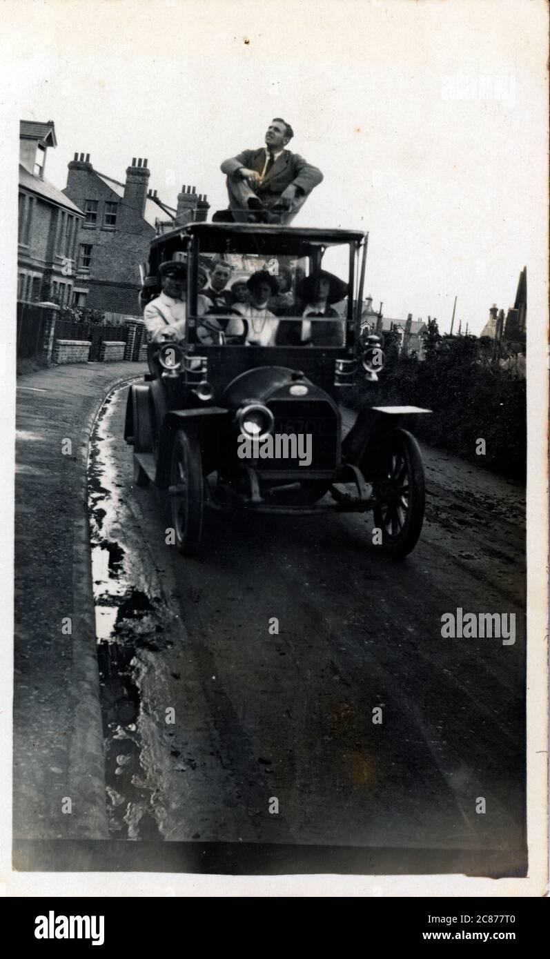 Morris Vintage car - remorquage Caravan, Angleterre. Banque D'Images