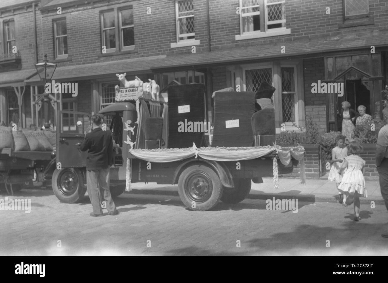 Procession de rue - Lamtex Float, Leeds, Yorkshire, Angleterre. Banque D'Images