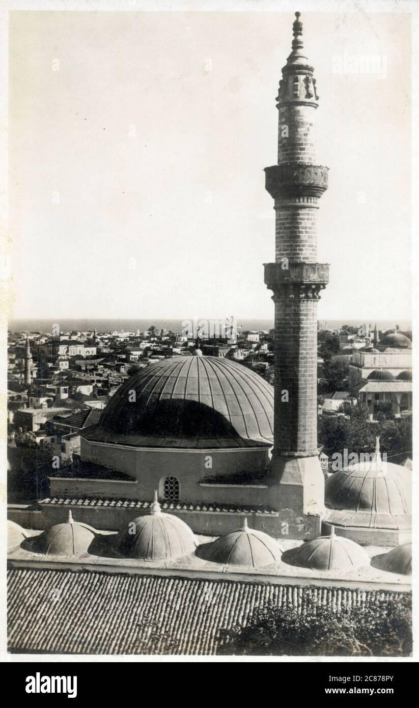 Mosquée Suleymaniye (mosquée de Suleiman) - Rhodes, Grèce - construite à l'origine après la conquête ottomane de Rhodes en 1522 et reconstruite en 1808. Date: Vers 1937 Banque D'Images