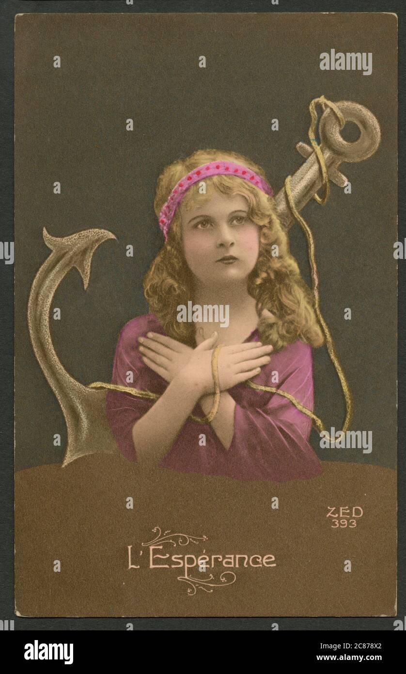 Carte postale française de kitsch avec une représentation de l'espoir. Vers 1910 Banque D'Images