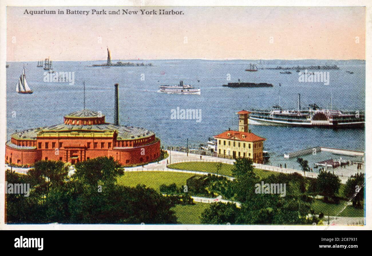 Aquarium (anciennement fort Clinton) à Battery Park et New York Harbour, New York, États-Unis. Date : vers les années 1920 Banque D'Images