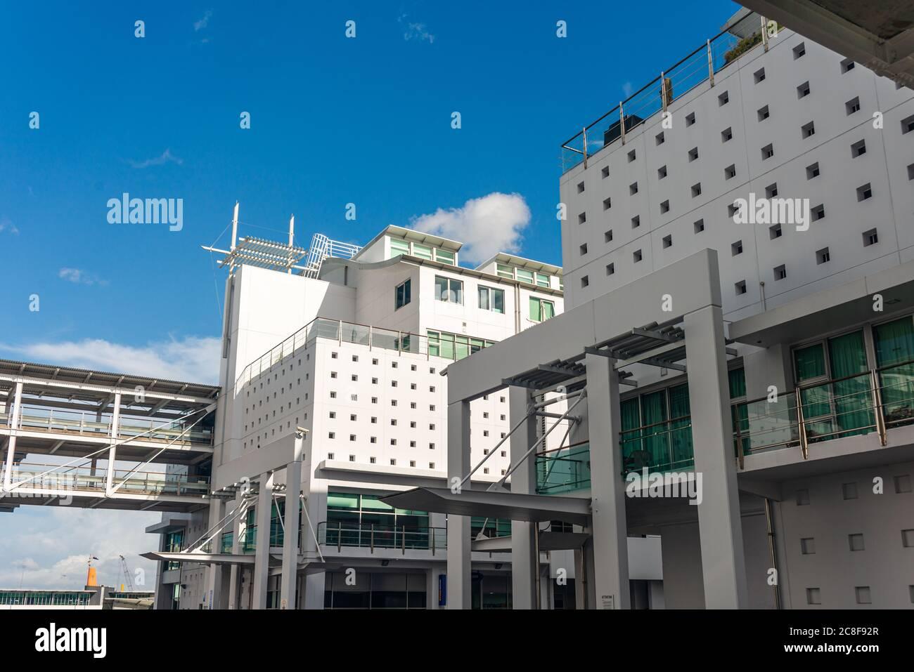 Architecture blanche sur les quais de Princes Wharf, quartier des affaires d'Auckland. Nouvelle-Zélande Banque D'Images