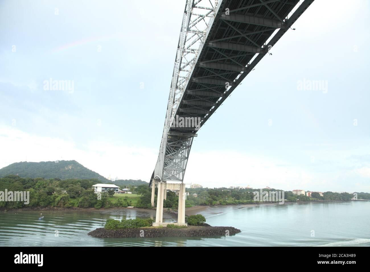 Puente de las Américas, Pont des Amériques, pont voûté sur le canal de Panama, Panama City, Panama, Amérique centrale. Banque D'Images