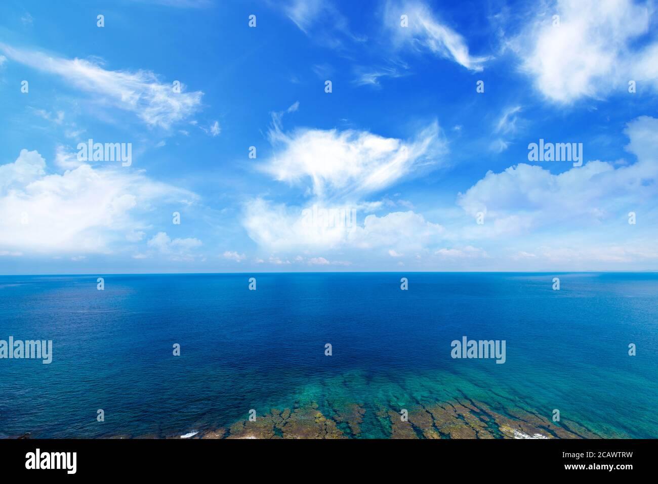 Mer, côte, paysage marin. Okinawa, le Japon et l'Asie. Banque D'Images