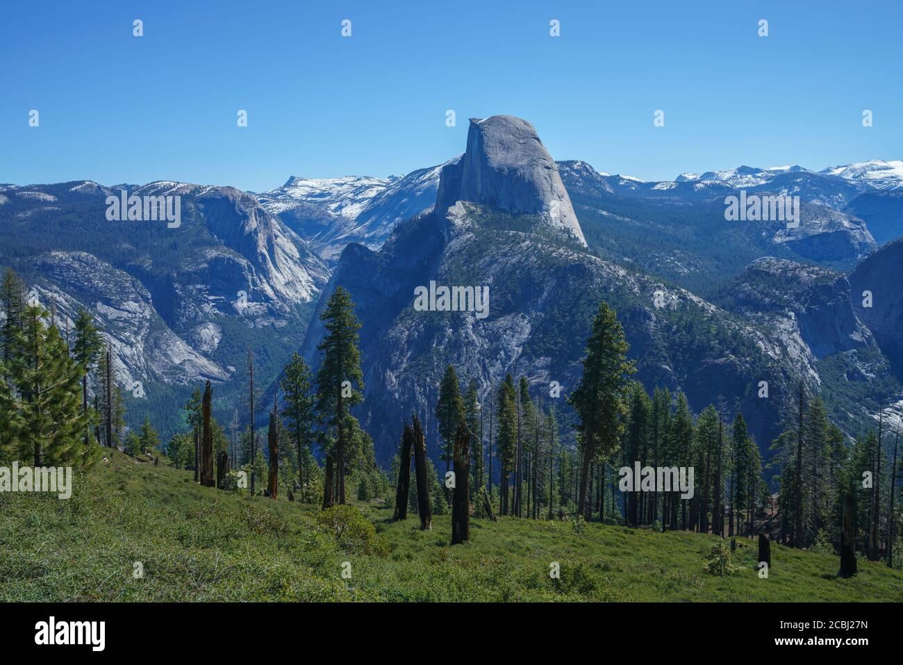 randonnée sur le sentier panoramique dans le parc national de yosemite en californie, états-unis Banque D'Images