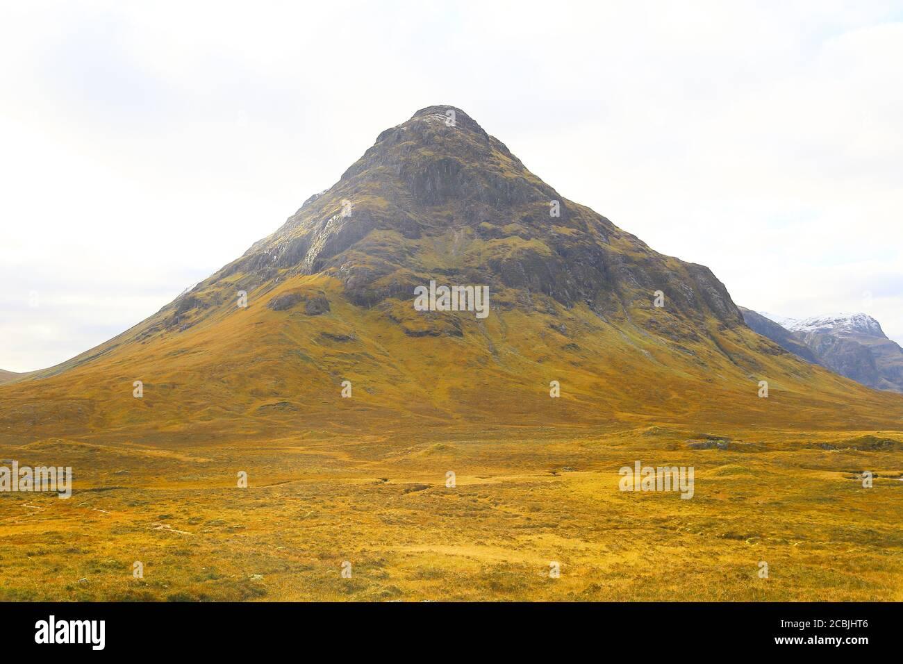 Les montagnes écossaises montrent leur beauté dans le désert. Banque D'Images