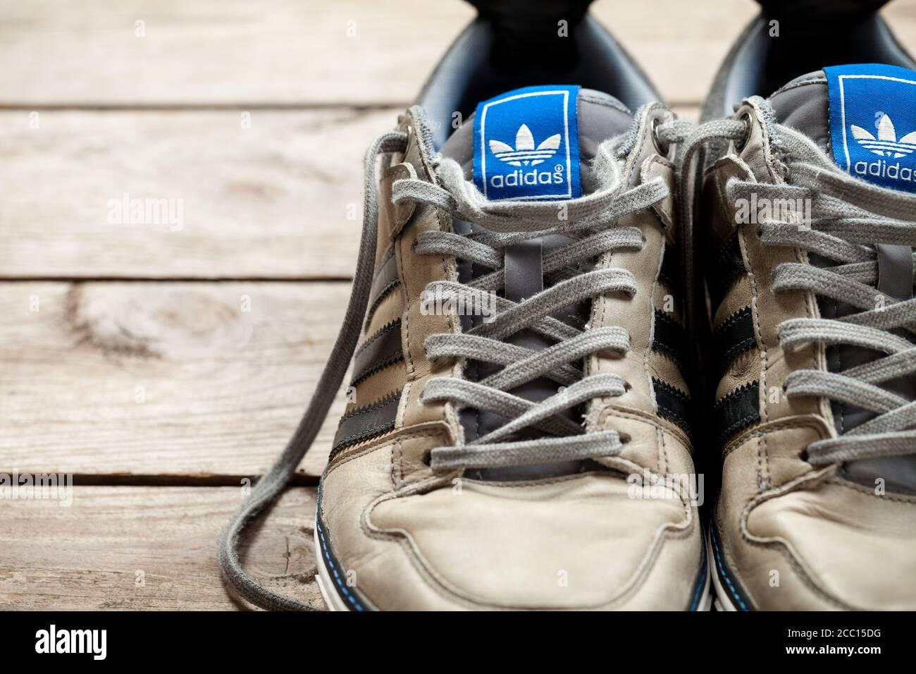 les chaussures adidas est vieux