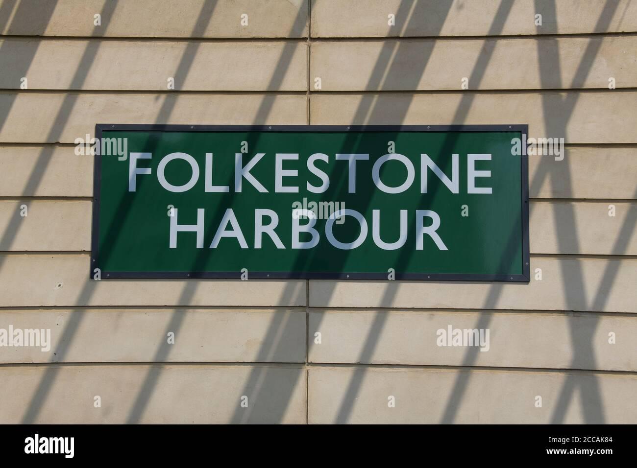 Panneau de plate-forme Folkestone Folkestone Harbour Gare de Kent Angleterre Banque D'Images