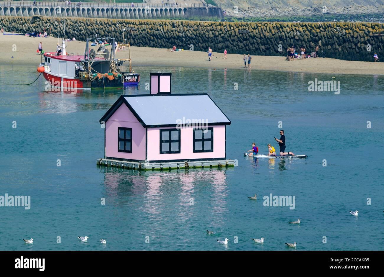 Richard Woods flottant à la maison Folkestone Harbour Kent Angleterre Banque D'Images
