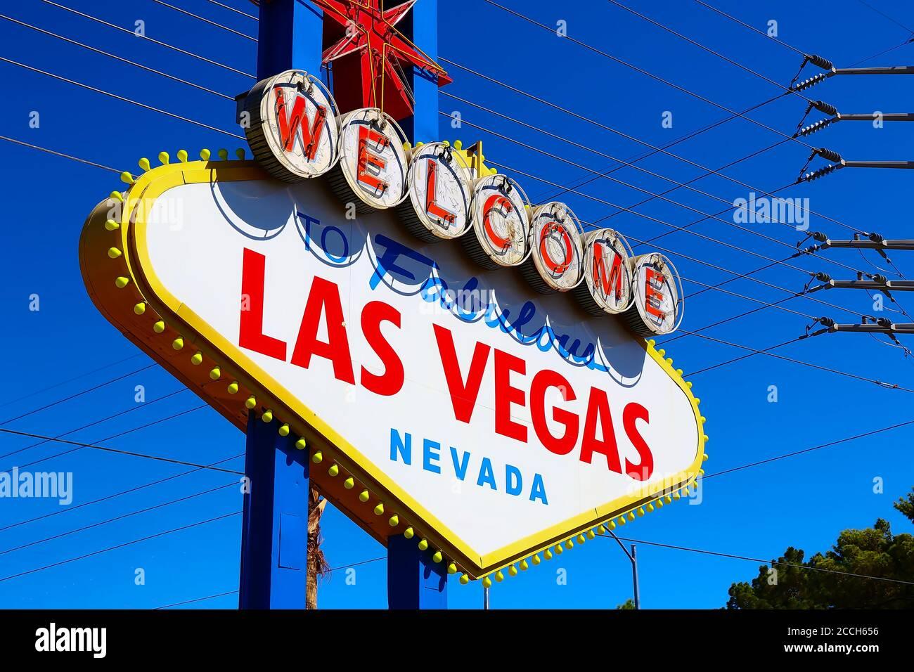 Le panneau Bienvenue à Las Vegas fabuleux le jour ensoleillé à Las Vegas.Bienvenue à ne jamais dormir ville Las Vegas, Nevada signe avec le coeur de Las Vegas Banque D'Images