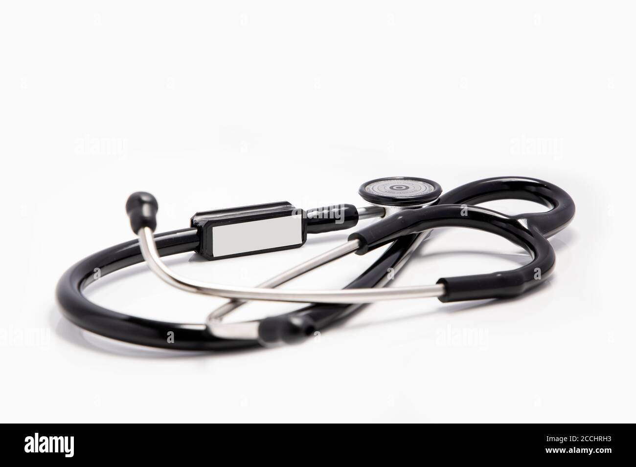Série médicale - stéthoscope sur fond blanc Banque D'Images