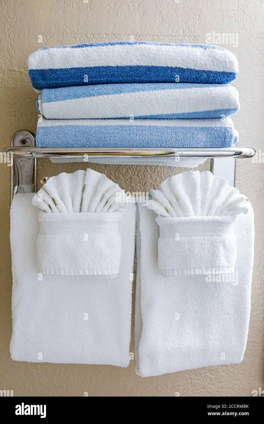 Florida Orlando Lake Buena Vista Westgate Blue Tree Resort salle de bains avec serviette de bain Banque D'Images