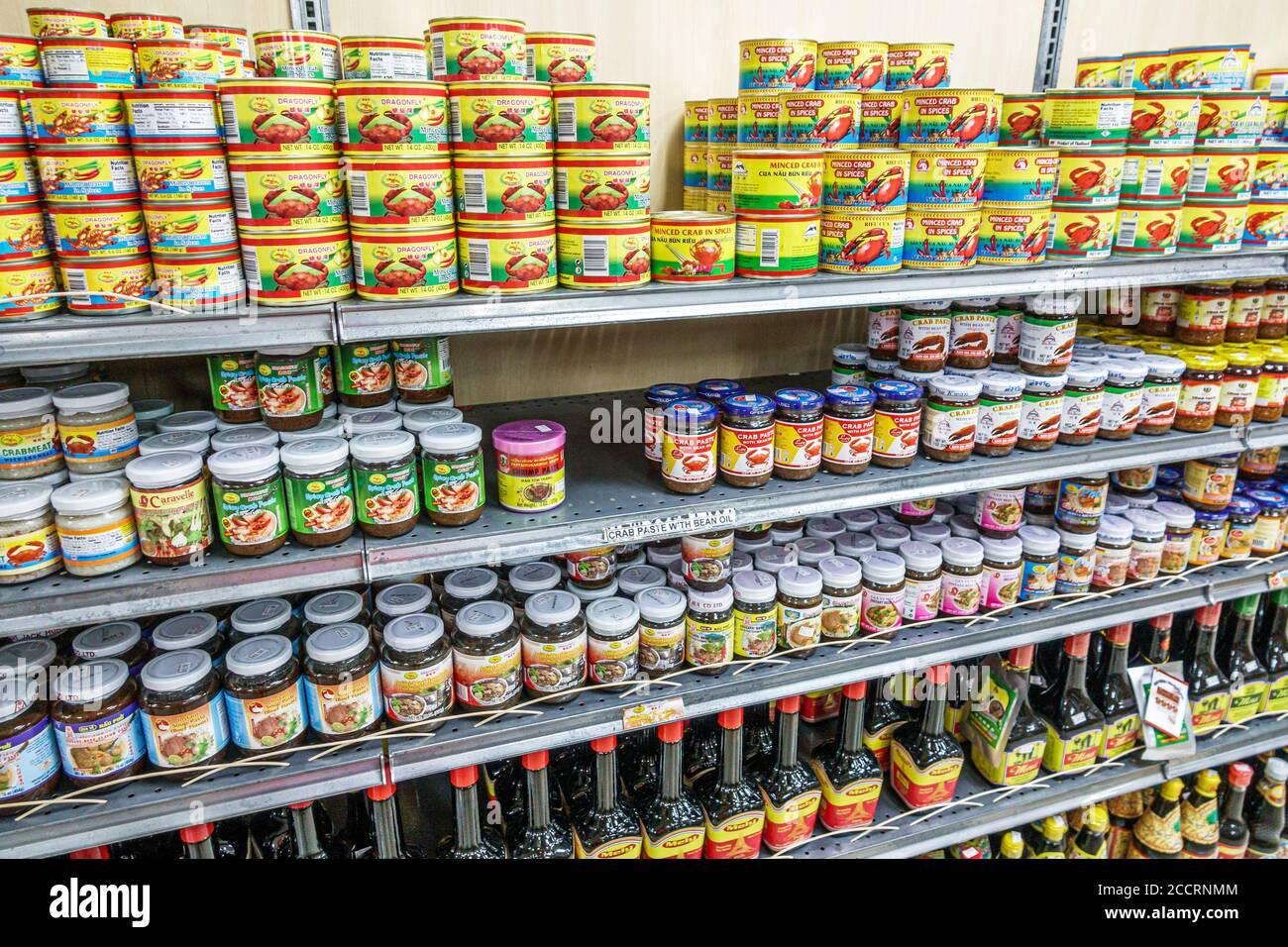 Floride Orlando Little Saigon East Colonial Drive Phuoc Loc Tho Super Oriental Market exposition asiatique de shopping de nourriture importé de crevettes CAN vente de pâte de crabe Banque D'Images