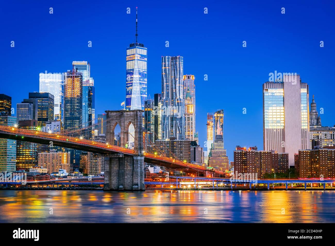 New York, États-Unis d'Amérique. Pont de Brooklyn au crépuscule vu du Brooklyn Bridge Park à New York, États-Unis. Banque D'Images