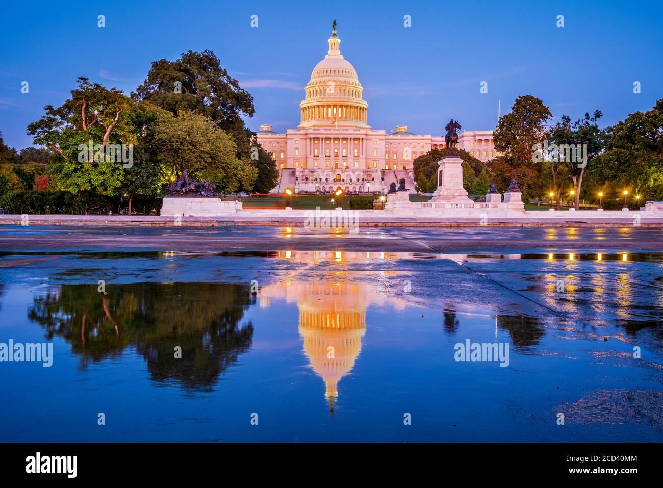Washington DC, États-Unis - le bâtiment du Capitole des États-Unis au crépuscule. Banque D'Images