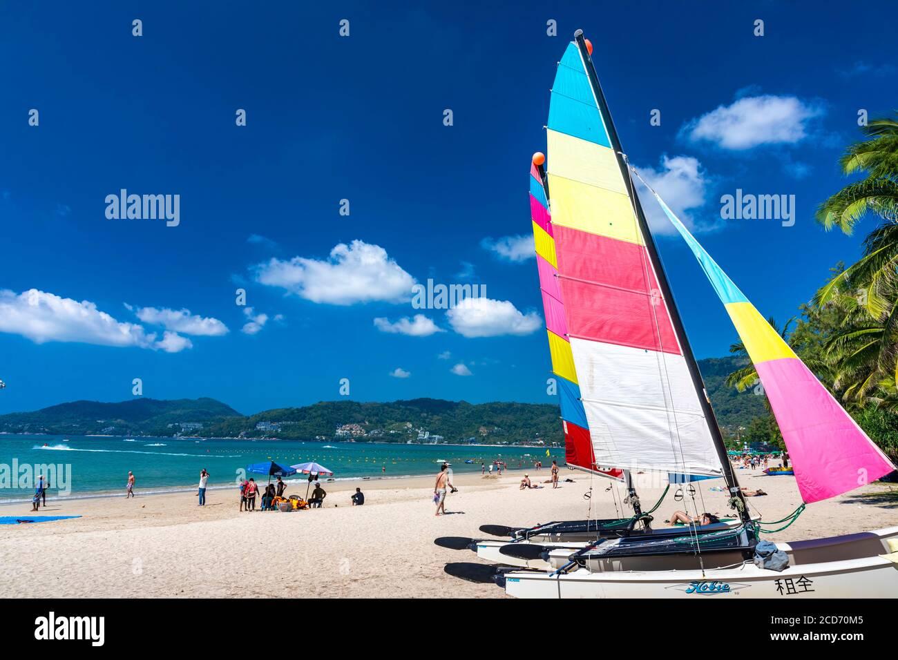 Location de bateaux sur la plage de Patong, Phuket, Thaïlande Banque D'Images