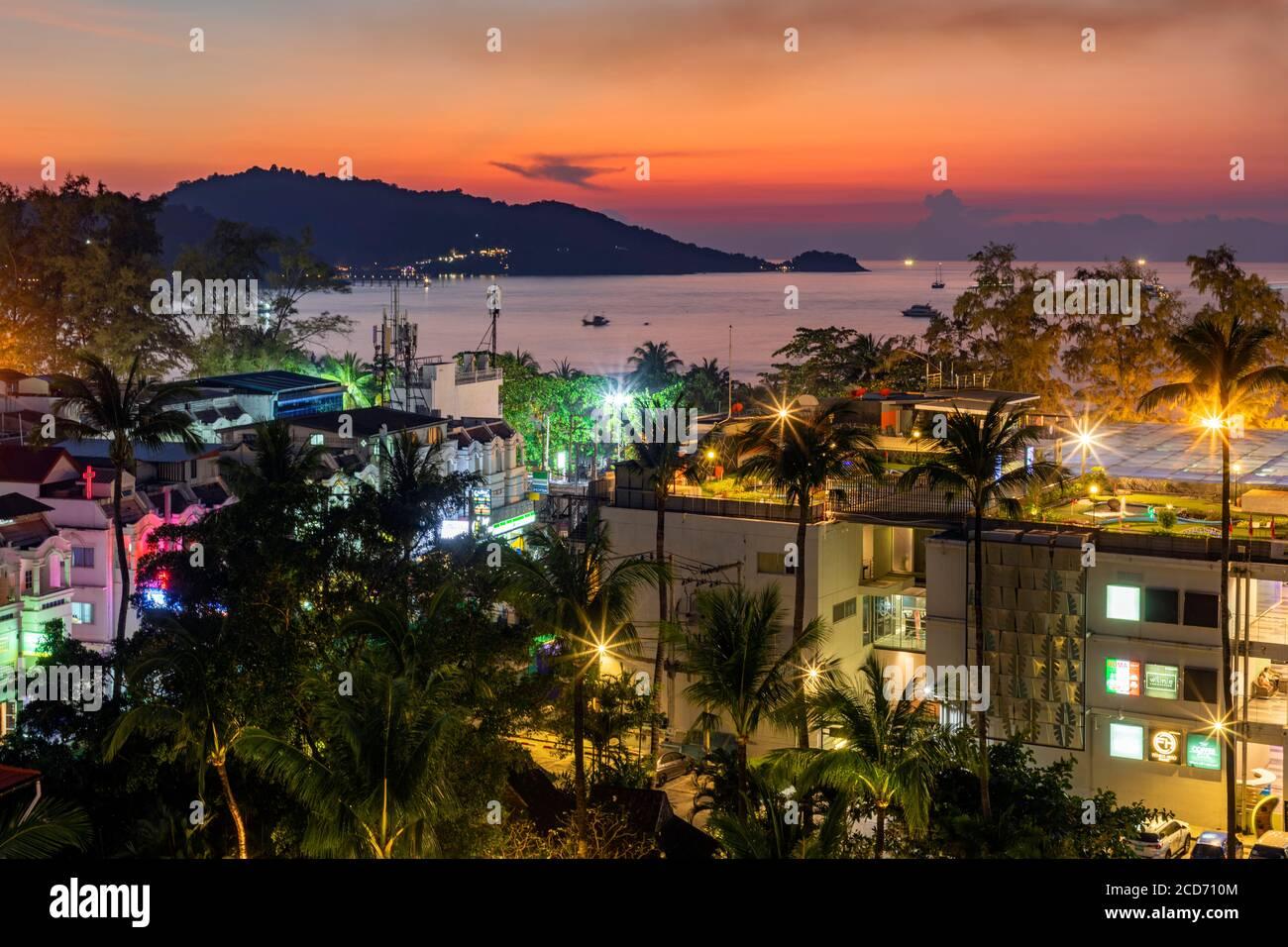 Coucher de soleil, Patong, Phuket, Thaïlande Banque D'Images