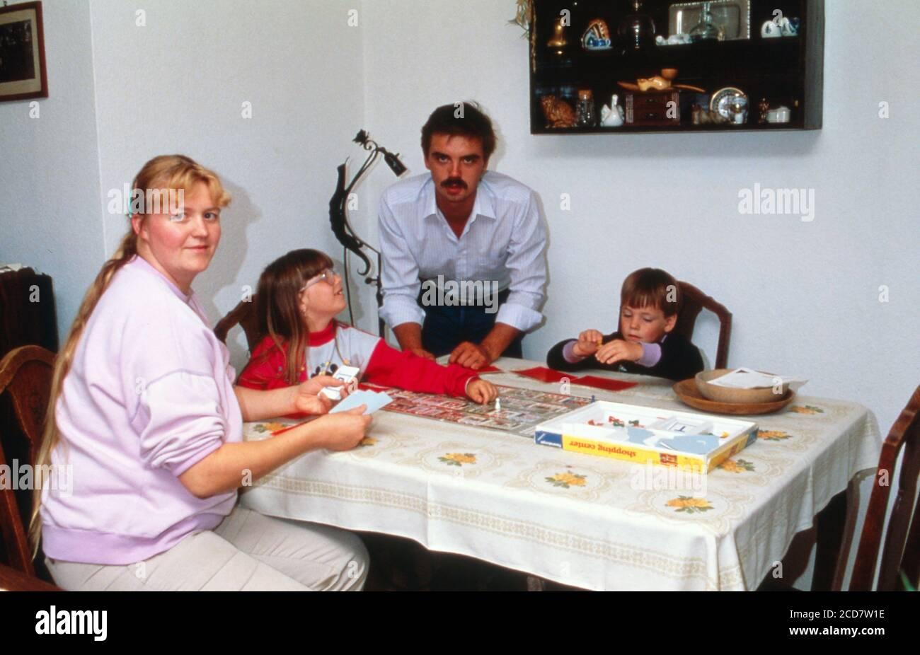 Bildreportage: Linn Westedt BEI einem Brettspiel. Banque D'Images