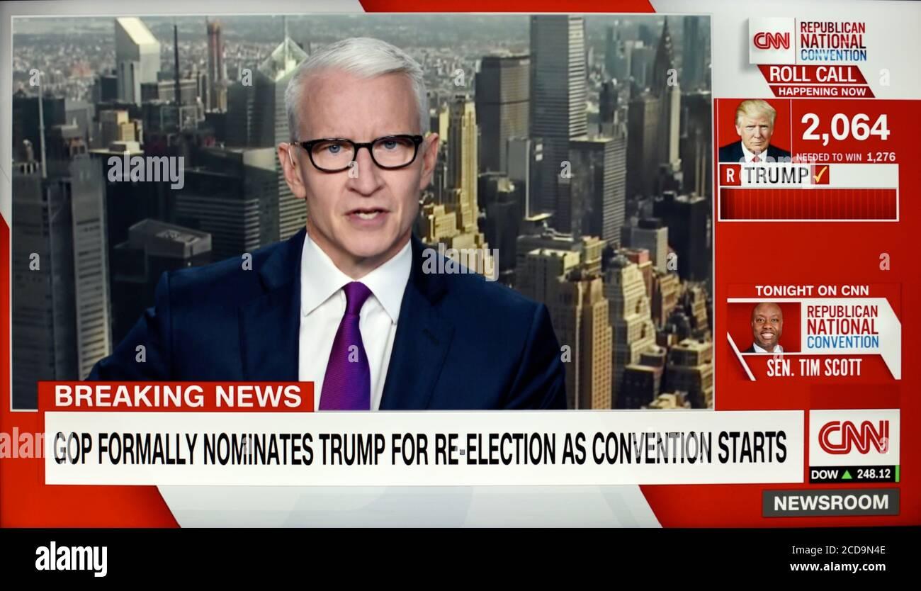 Une capture d'écran CNN d'Anderson Cooper pendant la Convention nationale républicaine de 2020, où le GOP a de nouveau nommé Donald Trump. Banque D'Images