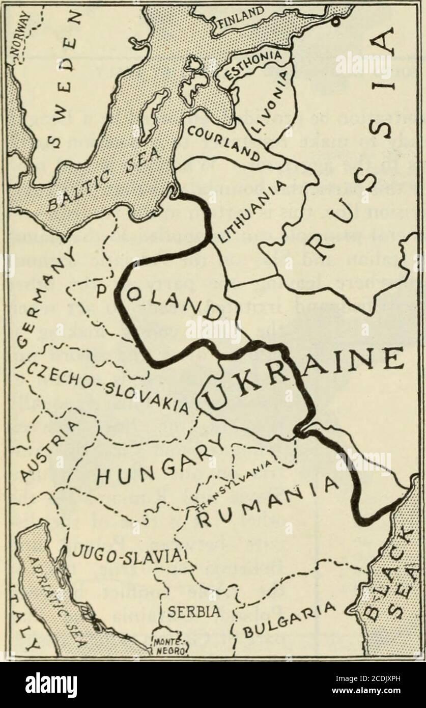 . Examen des revues et du travail du monde . .BUDAPEST H U N GARY TERRITOIRE REVENDIQUÉ PAR LA NOUVELLE RÉPUBLIQUE DES TCHÉCOSLOVAQUES. AYANT UNE POPULATION ACTUELLE D'ENVIRON 13.000,000 000 HABITANTS. DONT 10.000,000 TCHÉCOSLOVAQUES. La frontière occidentale de la Russie en 1914 et sa relation avec les alignements nationaux proposés de la Baltique, et la frontière orientale où les zones spéciales de Lett, de russe, de ruthène et d'ukrainien, historiquement par l'administration passée et récente, racialement par les frontières naturelles. Plus la fraction slave est ancienne, plus elle fait confiance à l'histoire, plus elle est jeune, plus elle fait confiance aux conditions existantes. La Pologne y est même Banque D'Images