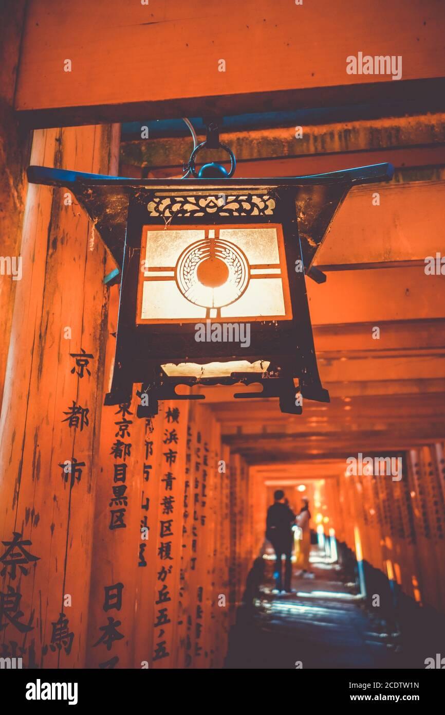 Lanterne en Fushimi Inari Taisha, Kyoto, Japon Banque D'Images