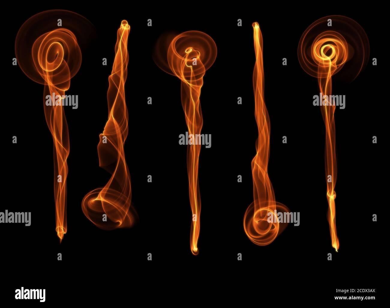 Ensemble de cinq abstract red orange fumée feu fleurs pinceaux sur fond noir Banque D'Images