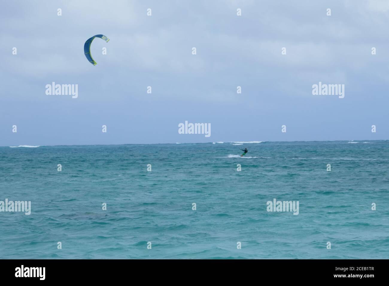 Parachute surf sports nautiques Lanikai Beach, Kailua, Oahu, Hawaii Banque D'Images