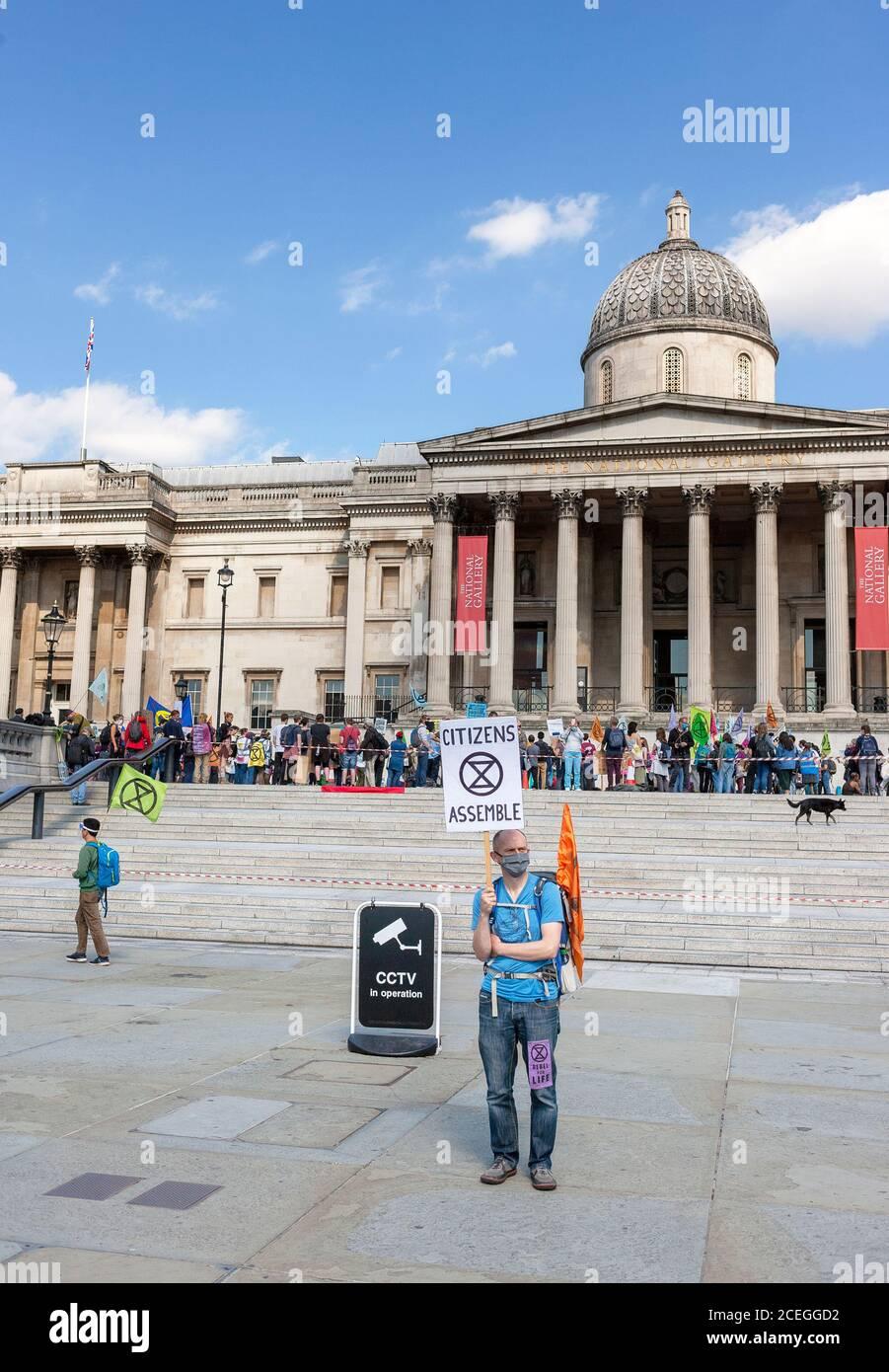 Extinction les manifestants de la rébellion se rassemblent sur Trafalgar Square au cours des manifestations de 2020. Londres, Angleterre, Royaume-Uni Banque D'Images