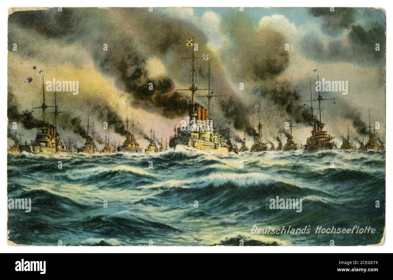 Carte postale historique allemande : une Armada de la Marine impériale allemande (kaisermarine) navigue à travers une mer orageux, Empire allemand, 1908 Banque D'Images
