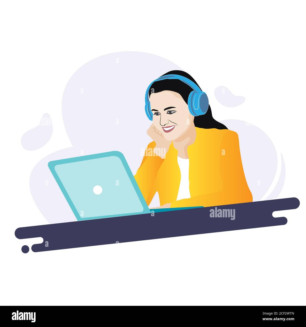 Une fille souriante utilisant un ordinateur portable avec un casque. Travailler à domicile. Apprentissage en ligne. Banque D'Images