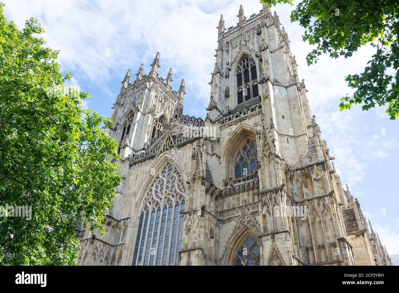 West Towers, York Minster, Precentor's court, York, North Yorkshire, Angleterre, Royaume-Uni Banque D'Images