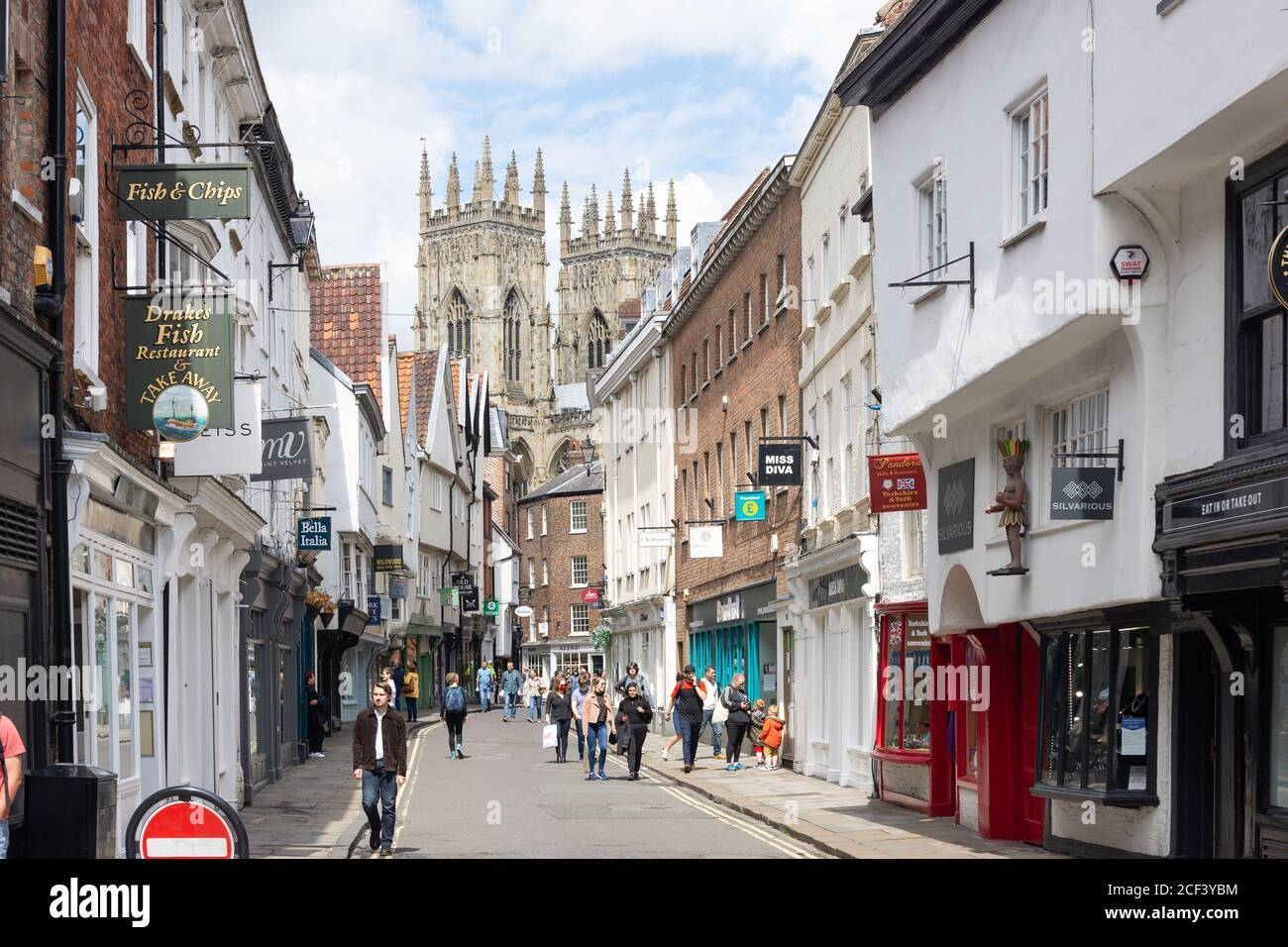York Minster Towers de Low Petergate, York, North Yorkshire, Angleterre, Royaume-Uni Banque D'Images
