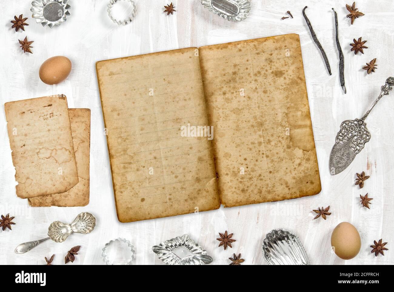 Ancienne maquette de livre de recettes. Fond plat de la nourriture Banque D'Images