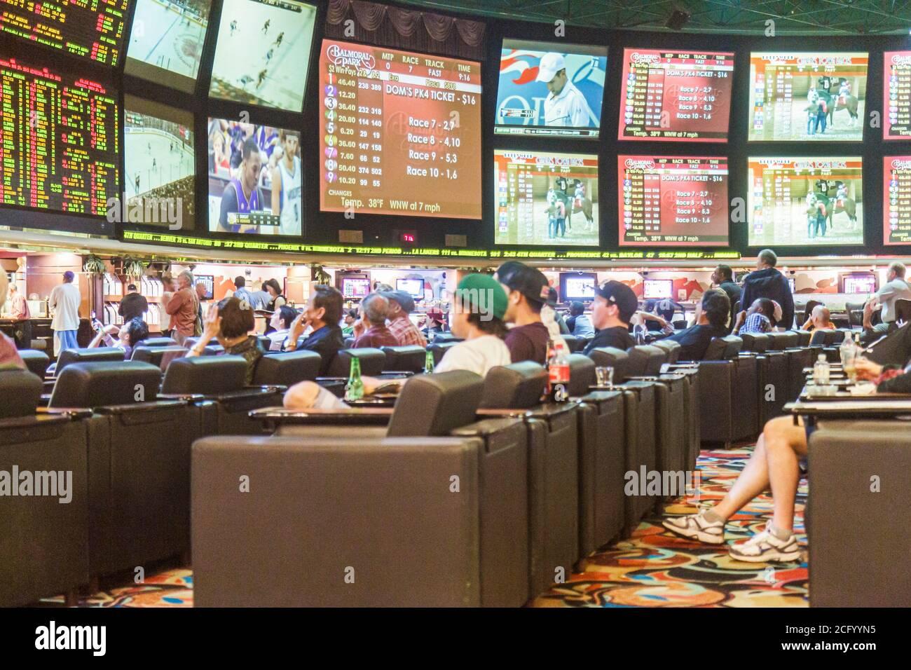Nevada, West, Southwest, Las Vegas, Las Vegas Hotel & Casino, LVH, livre de sports de course, livres, Paris, chance, joueurs, pari, jeux, moniteurs, grands s. Banque D'Images