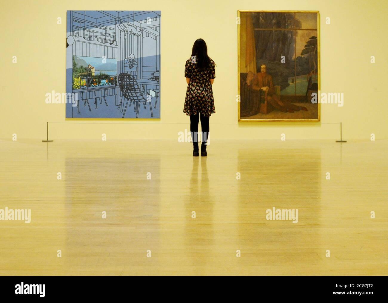 « After Lunch » (après le déjeuner) de Patrick Caulfield (à gauche) et « Lytton Strachey » de Henry Lamb, en spectacle côte à côte dans le cadre d'une nouvelle exposition à Tate Britain, Londres. Banque D'Images