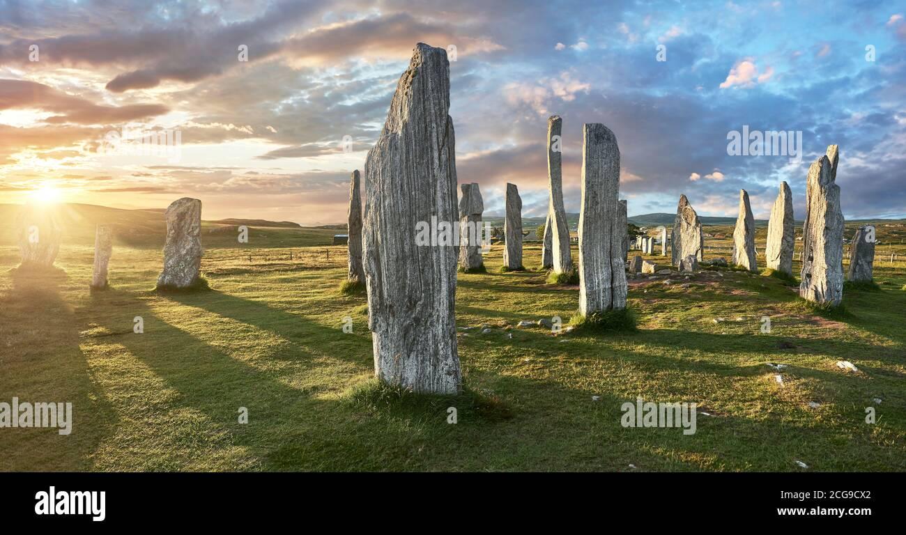 Panorama du cercle de pierre central, au coucher du soleil, érigé entre 2900 et 2600BC mesurant 11 mètres de large. Au centre de l'anneau se trouve un énorme monoli Banque D'Images