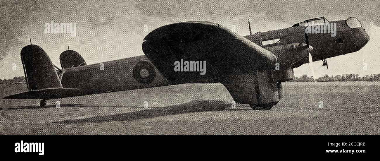 Une coupure de journal montrant un Fairey Hendon, un bombardier lourd britannique, le premier monoplan à voilure basse entièrement métallique à entrer en service avec la Royal Air Force. Il a été conçu par Fairey Aviation à la fin des années 1920 et a servi en petit nombre avec un escadron de la RAF entre 1936 et 1939. Banque D'Images