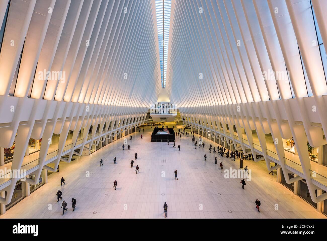 La VILLE DE NEW YORK, USA - 23 octobre 2016: Le World Trade Center Westfield Mall et centre des transports dans le Lower Manhattan. Banque D'Images