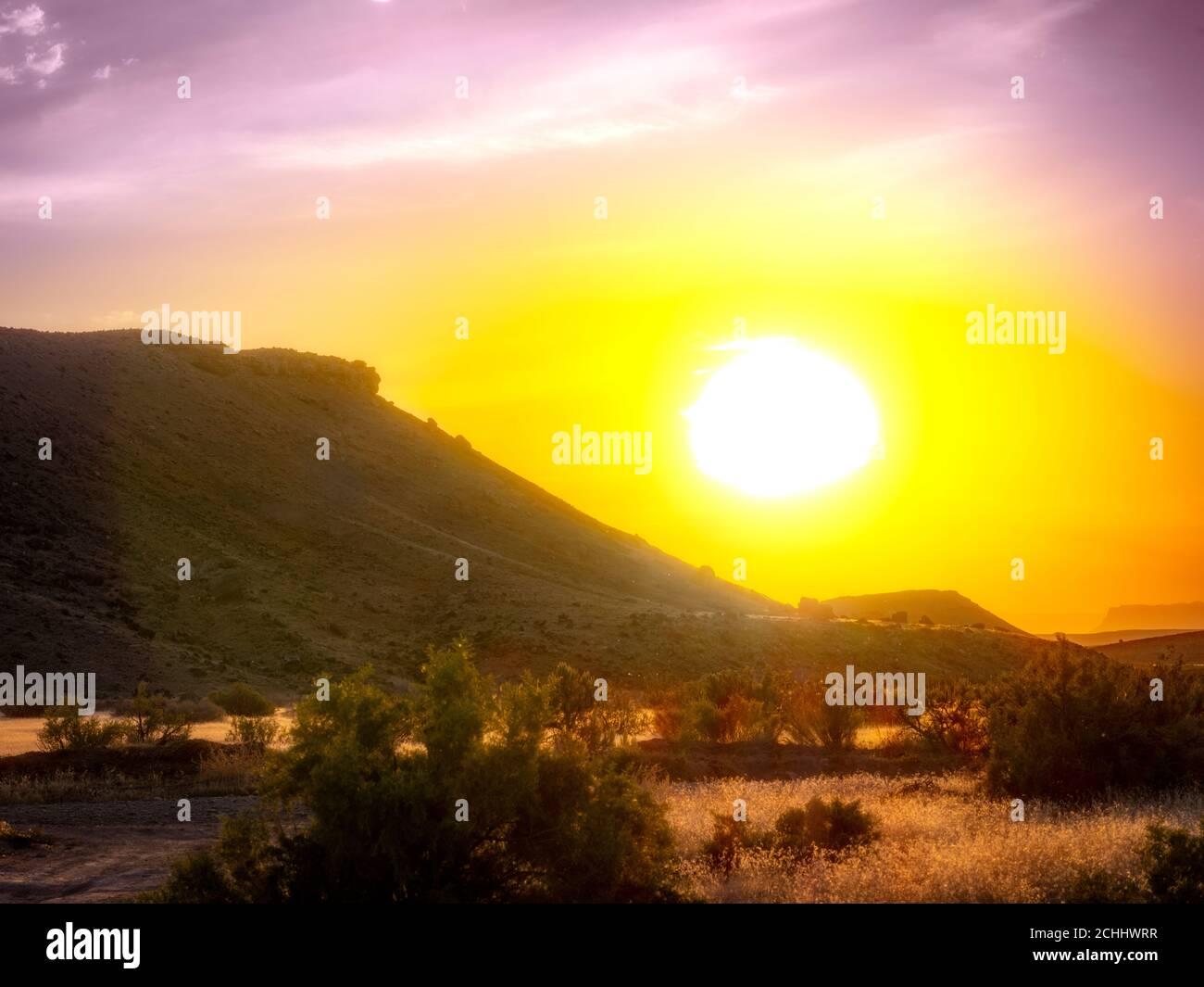 Coucher de soleil avec éclat, désert, près de Moab Utah USA Banque D'Images